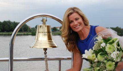 Deborah Hutton Rings the Avalon Illumination Bell